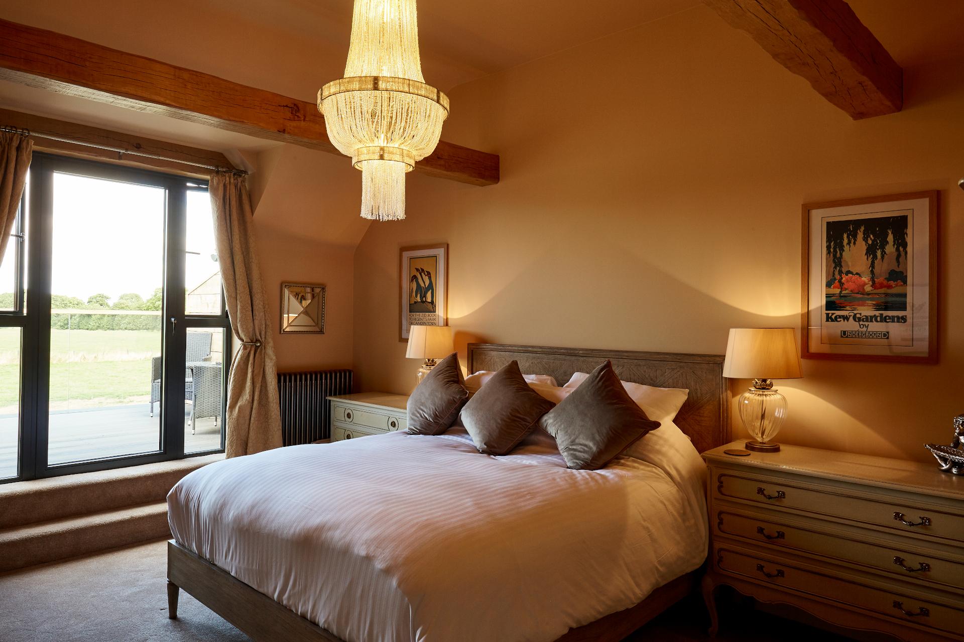 Deluxe Balcony en-suite with queen size bed